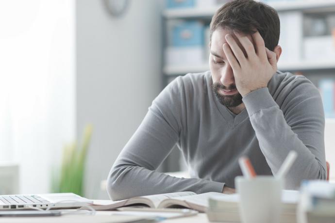 Cómo afecta el estrés a la salud ocular: síntomas, trastornos y recomendaciones